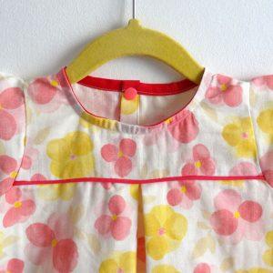 Robe d'été en double gaze à fleurs jaune et rose