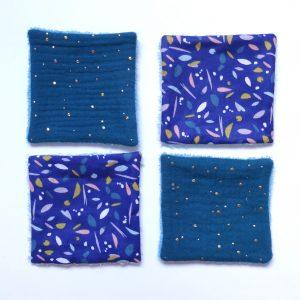 Quatre lingettes réutilisables assorties bleu
