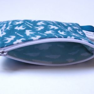 Porte-monnaie en Tenugui bleu canard à motif d'hirondelles