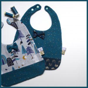 Bavoir à noeud papillon – Tons bleu canard pour Noël